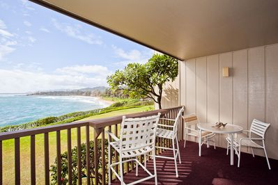 Your private lanai is ideal for enjoying meals with a spectacular view.