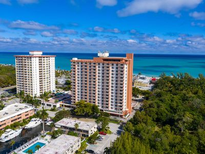 Professionally Cleaned Beachside Resort Condo! Central Fort Lauderdale Beach.