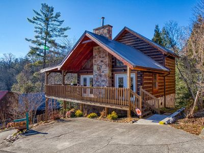 "Photo for ""SACRED MOUNTAIN CABIN"" - ELEGANT, PET FRIENDLY, 3 KING BEDS & GORGEOUS SCENERY"