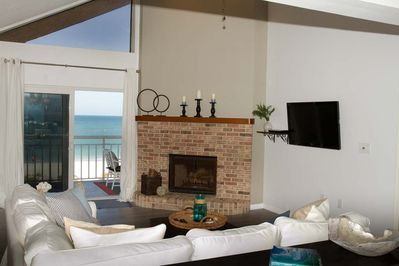 Large great room, directly facing the water.