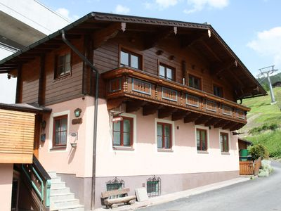 Photo for Luxurius Chalet on the skirun and within walking distance of the village.