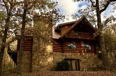 Secluded Log Home On Lake Hamilton With Private Boat Dock