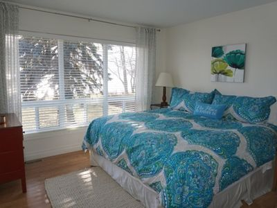 Photo for Lakefront Family Home In The Heart Of Wellington
