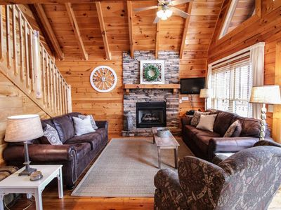 Mtn Memories~Views,Theater Room, Gas Fireplace, Jacuzzi in Master Suite, Hot Tub, Great Location!