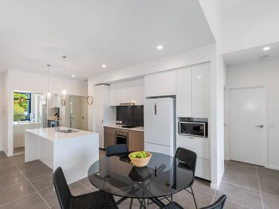 Photo for Executive 3BR Bulimba apartment near Oxford St shops and restaurants