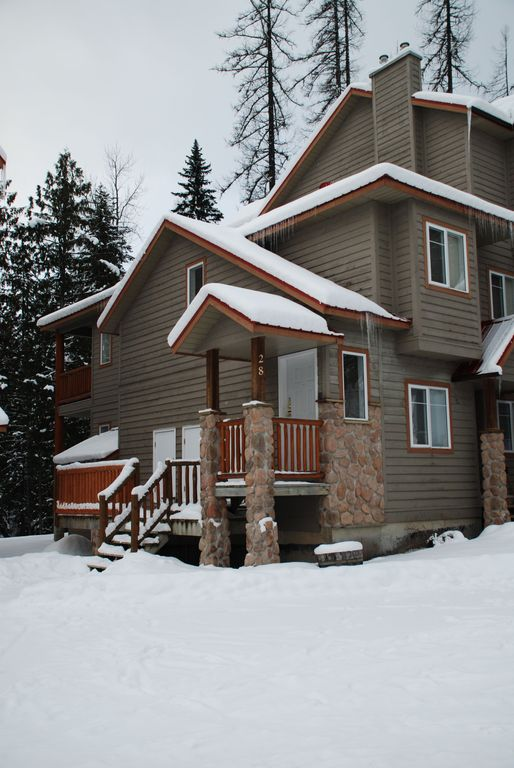 On hill ski in 3 bedroom with private hot tub stone creek for Fernie cabin rentals