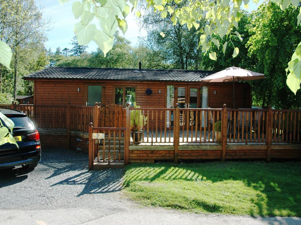 Log Cabin With Private Hot Tub On Shores Of Lake Windermere Lake