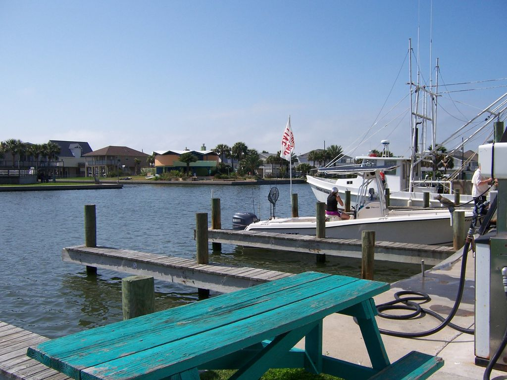 Affordable beach house w access to private fishing pier on for Fishing spots in galveston