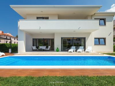 Photo for Beautiful modern villa with pool in Porec