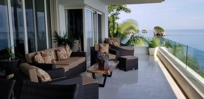 Photo for A Dream Worth Dreaming is a 3 bedroom 31/2 bathrooms beachfront property.