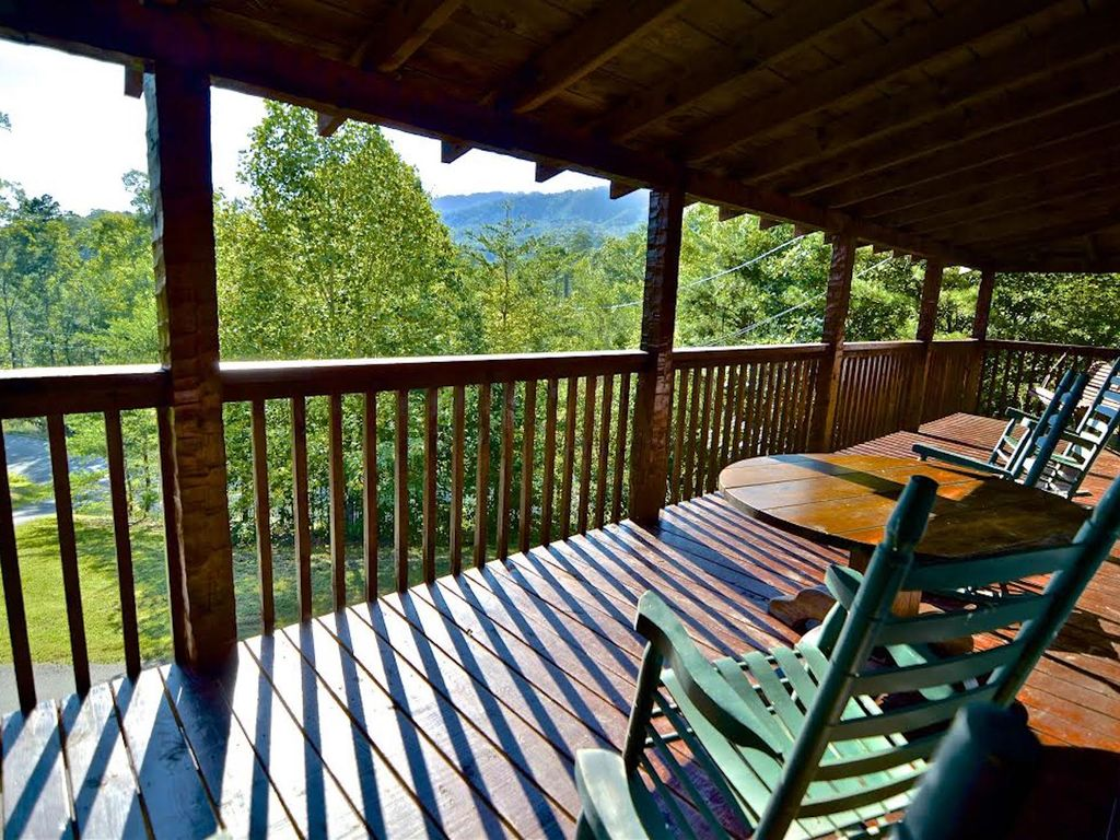 Private log cabin 2king bed wifi mountain view hot tub for Cabin in gatlinburg with hot tub