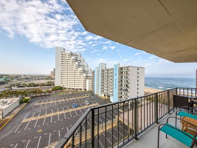 Photo for Family friendly condo w/ beach access, shared pool, sundeck, gym, and free WiFi!