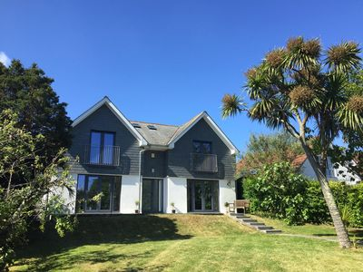 Photo for Only 2 minute walk to Falmouth's Gyllyngvase Beach with parking. Sleeps 6.