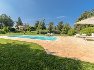 Photo for Stunning private villa for 6 guests with private pool, WIFI and patio, close to Ostuni