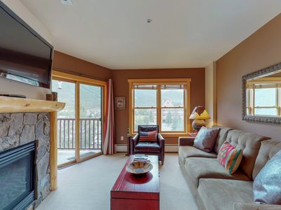 Photo for NEW LISTING! Walk to the lifts from this condo w/shared sauna, hot tubs & gym
