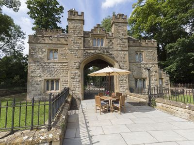 Photo for Sleeps 4, Dog Friendly, free entry to Sudeley Castle