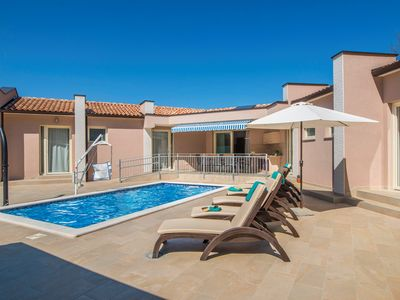Photo for Holiday house with pool suitable for the disabled