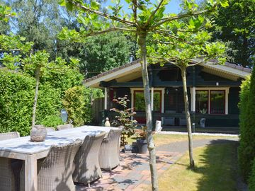 Finnish bungalow with garden, a modern bathroom, near Harderwijk, Veluwe