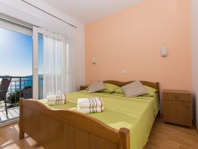 Photo for A2 - apt with balcony and garden, just 50m from the beach
