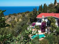 Great house in a fantastic location with great views of the sea and the hills. The pool was a great