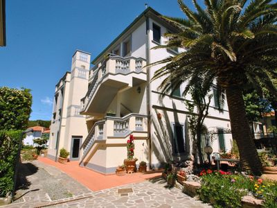 Photo for In villa on the sea, apartment on the 1°st floor,  with veranda and spacious sea view terrace. 5 bed