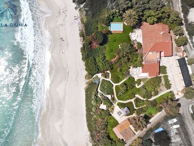 Photo for Fantastic independent villa on the beach with swimming pool