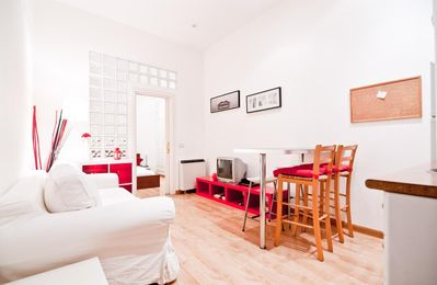 Photo for Gran Via Malasaña III apartment in Gran Via with WiFi, integrated air conditioning & lift.