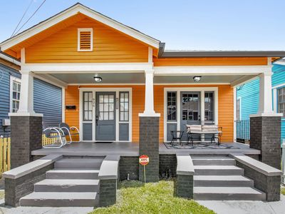 Photo for Cozy home near historic Algiers Point, ferry to French Quarter!