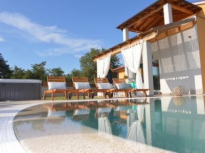 Photo for New villa with pool and jacuzzi on the outskirts of the town of Poreč