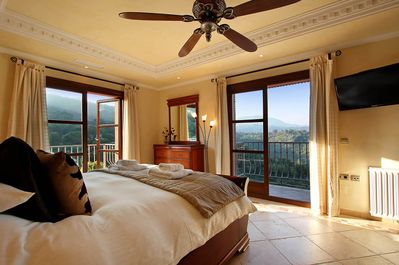 Breath-taking panoramic views guaranteed from every bedroom.