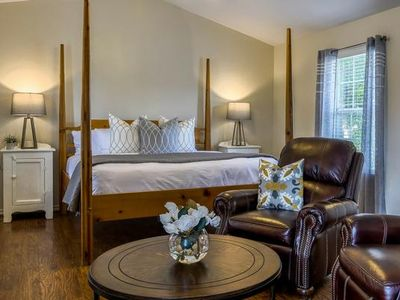 Photo for Absolutely Charming Main St Retreat Humble Plum, King Bed, Hot Tub/Pool Access!