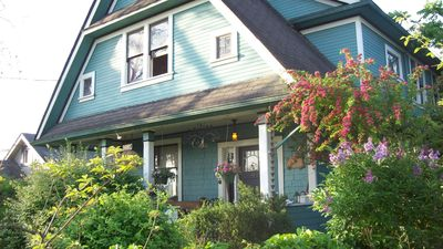 Great Value &  charming 1910 Heritage welcomes you at Hillhouse Bed & Breakfast.