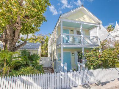 THE OLD SAPODILLA HOUSE ~ Pet Friendly Home in Historic Bahama Village