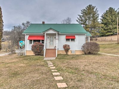 Photo for NEW! Scenic Countryside Cottage 3 Mi to New River!