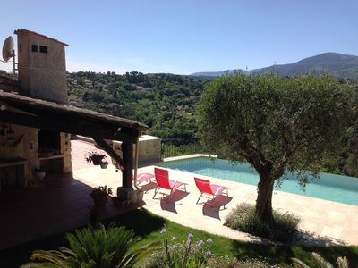 Photo for Large provençal house with dominant view on the mountains