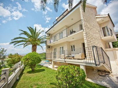 Luxury apartment in private home with private pool & garden, BBQ, WIFI, parking