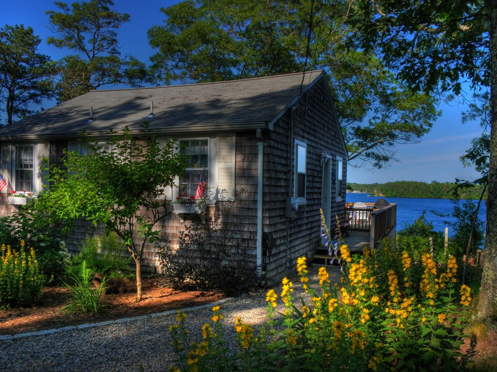 Waterfront cottage on private lake with dock cedarville for Waterfront cottage