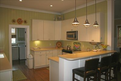 Kitchen, stainless appliances, fully equipped