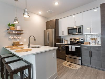 Photo for Sparkling Top Floor 1BR1BA Oasis 2 Blocks to Ga Tech ULTRA FAST WIFI