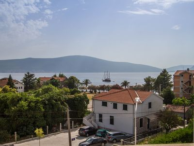 Modern Apartment for 5 persons in Donja Lastva, Tivat