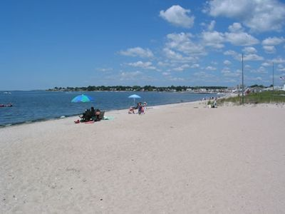 Wonderful location, walk to beach, private yard,dogs ok, credit cards