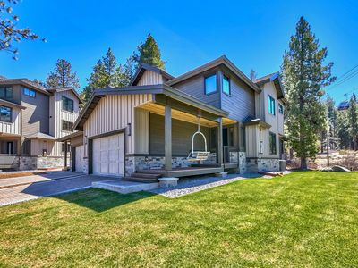 Photo for 4 Bedrooms & 3.5 Baths Of Luxury Living