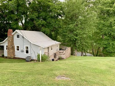 Photo for 3BD Quiet house on South Holston River. 15 min to Bristol Motor Speedway.