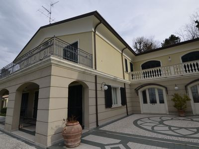 Photo for 4BR Villa Vacation Rental in Montescudo