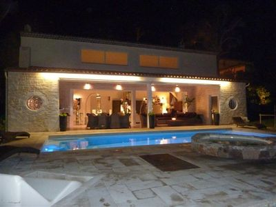 Photo for Beautiful Californian villa + Studio & pool, 5 mins to beach, 10mins Croisette