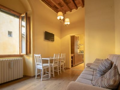 Photo for A beautiful apartment a stone's throw from Piazza Pitti