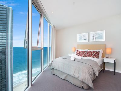 Photo for 5*****Star Resort - Luxury Apartment, metres from Cavill Mall