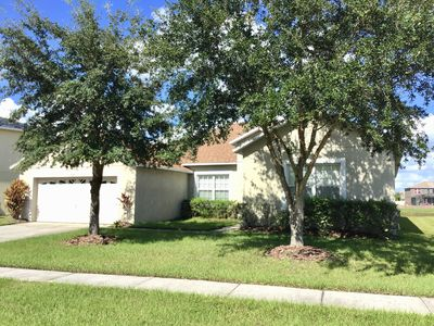 Large floor plan - pool over looks the lake, great access to Disney parks