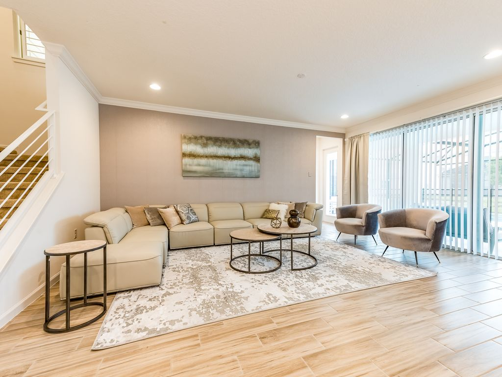 Luxury 5 bedroom suites just 10 minutes from Disney parks