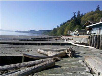 Photo for Beachfront cabin, no bank waterfront close to Langley-eagles & whales